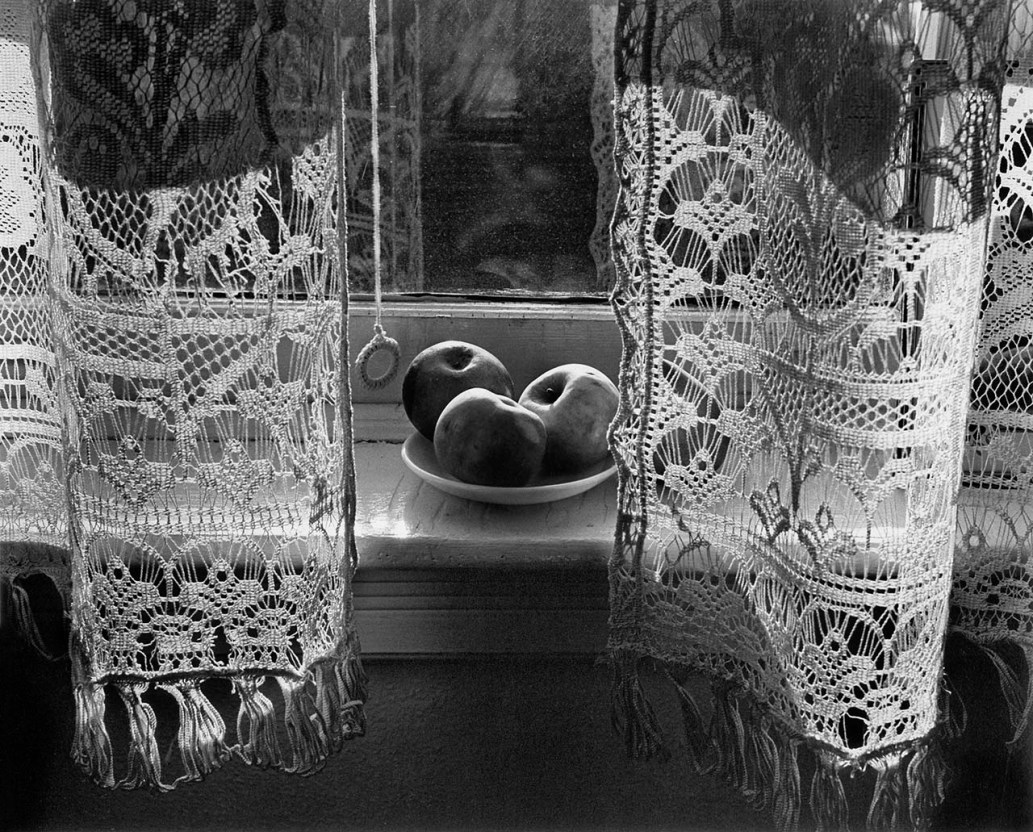 My Mother's Curtains,1948 © Harold Feinstein